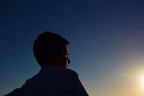 boy-gazing-sun